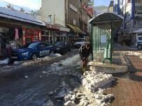ARTVİN BELEDİYESİ - Kar Yağışı Bitti Geriye Temizliği Kaldı