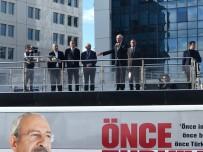 BATTAL İLGEZDI - Kılıçdaroğlu, İlgezdi İle Birlikte Otobüsün Üzerinden Vatandaşlara Seslendi