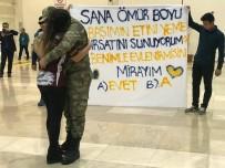 Teskere Dönüşü Havalimanında Evlenme Teklifi