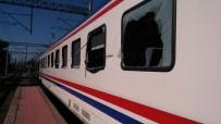 YOLCU TRENİ - Tren Hemzemin Geçitte Tıra Çarptı Açıklaması 13 Yaralı