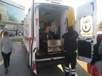 SAKARYA ÜNIVERSITESI - Yolun Karşısına Geçerken Otomobil Çarptı Açıklaması 1 Yaralı