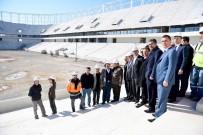 YÜRÜYÜŞ YOLU - Başkan Sözlü Stadyum İnşaatını Gezdi