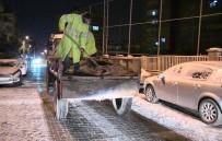 KALDIRIMLAR - Beyaza Bürünen Şanlıurfa'da Haliliye Belediyesi Çalışmalarını Aralıksız Sürdürdü