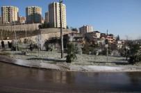 ŞELALE - Buz Tutan Yeşil Alan Kartposttallık Görüntüler Oluşturdu