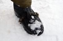 MILLI PIYANGO - Buzda Kaymamak İçin Ayakkabısına Zincir Taktı