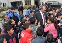 TOPLUM DESTEKLI POLISLIK - Çocukların 'Osman Amcası' 500 Çocuğu Hayvanat Bahçesine Götürdü