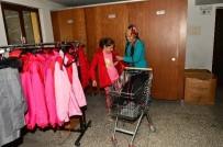 OKUL ÇANTASI - Giysi Yardım Merkezi İhtiyaç Sahiplerinin İçini Isıtıyor