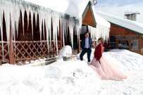 MÜSTESNA - İki Metrelik Buz Sarkıtları Eşliğinde İlginç Pozlar