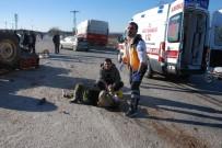 ÇANAKKALE ONSEKIZ MART ÜNIVERSITESI - Kamyon Traktöre Çarptı; 1 Ağır 3 Yaralı