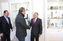 CENTİLMENLİK - Kayserispor Başkanı Yönetim Kurulu Üyeleri Başkan Büyükkılıç'ı Ziyaret Etti