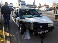 HÜSEYIN YAŞAR - Manisa'da İki Otomobil Çarpıştı Açıklaması 2 Yaralı