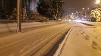 SOĞUK HAVA DALGASI - Samsun'da Tramvaya Kar Ve Buz Engeli