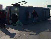 CEZAEVİ ARACI - Tutukluları taşıyan cezaevi aracı devrildi