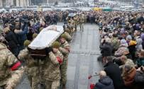 BIRLEŞMIŞ MILLETLER GÜVENLIK KONSEYI - Ukrayna'da Dün Ölen 7 Asker Bugün Kiev'de Törenle Toprağa Verildi