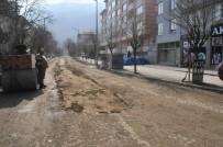 ALT YAPI ÇALIŞMASI - Akşehir'de Yol Ve Kaldırımlar Tamir Ediliyor