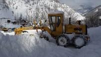 YEŞIL YOL - Artvin'de 55 Kişilik Karla Mücadele Timi Gece Gündüz Görev Yapıyor