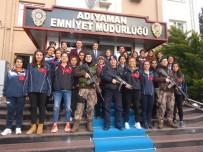BAYAN FUTBOL TAKIMI - Bayan Futbol Takımından Emniyet Müdürü Alper'e Ziyaret
