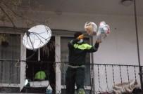 DEDE EFENDI - Belediye Ekiplerini Şaşkına Çeviren Çöp Ev