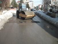 KAR TEMİZLEME - Beyşehir'de Tahrip Olan Yollar Onarılıyor