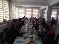 Milli Eğitim Müdürü Başarılı Öğrencilerle Kahvaltıda Buluştu
