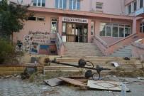 HAYALET - Nazilli'de Eski Hastane Binası Kaderine Terk Edildi