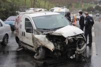 TRAFİK YOĞUNLUĞU - Şişli'de Ağaca Çarparak Savrulan Aracın Motoru Yerinden Söküldü