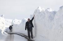 BÜLENT TEKBıYıKOĞLU - Ahlat'ta 3 Metre Karda Yol Açma Çalışması