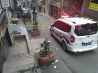 CEYHUN YILMAZ - Beyoğlu'nda Otel Odasından Düşen Kişi Ağır Yaralandı
