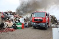 BUZDOLABı - Eskişehir'de Hurdalık Yangını