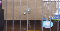 Hırsızlar 'Kurşun Geçirmez' Denilen Camı Tekmeyle Kırdı