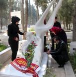 ÖZGECAN ASLAN - Hunharca Öldürülen Üniversite Öğrencisi Özgecan Aslan, Mezarı Başında Anıldı
