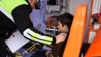 KULLAR - Kazada Yaralanan Çocuğa Polis Şefkati