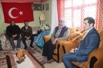 KARAKOL KOMUTANI - Tutak Kaymakamı Erat Şehit Ailesini Ziyaret Etti