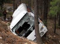 DOYRAN  - Antalya'da Trafik Kazası Açıklaması 2 Ölü 9 Yaralı (2)