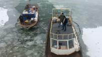 SIBIRYA - Balıkçıların Buz Esareti Devam Ediyor