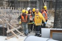 İnşaatın İskelesinden Düşen 2 İşçi Yaralandı