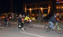 ALIŞVERİŞ MERKEZİ - 'Bisiklet Aşktır' Diyerek Pedalladılar