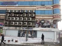 Çatılarda Biriken Kar Tehlike Oluşturuyor