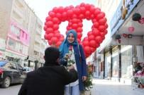 HEDİYELİK EŞYA - Çiçekçilerin Sevgililer Günü Sevinci