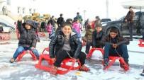 PENDİK BELEDİYESİ - Ercişli Çocuklara Pendik'ten 500 Kızak