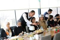 TALAS BELEDIYESI - İnternet Fenomeni Arap Turistler Talas'ı Gezdi