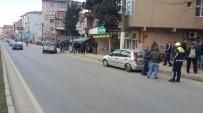 YEŞILTEPE - Lastiği Patlayan Araç Kaza Yaptı