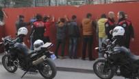 BILYONER - Adana'da Galatasaraylı Taraftarlara Saldırı