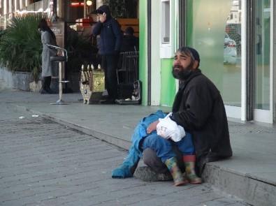 Oğlunu bayıltarak dilendi