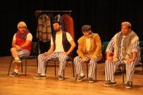 CEYHUN FERSOY - 'Pijamalı Adamlar' Bergama'da Kırdı Geçirdi