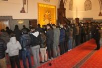 SABAH NAMAZı - Sabah Namazında Cemaate Çorba İkramı