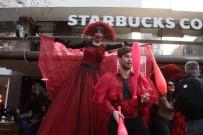ALIŞVERİŞ MERKEZİ - Adana'da Animasyonlu Sevgililer Günü Kutlaması