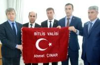 BİTLİS - Bitlis Valisi Çınar Şehit Ve Gazi Aileleri İle Bir Araya Geldi