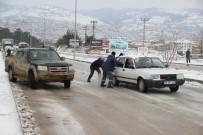 Çan'da Tepeköy Rampası Buz Pistine Dönüştü