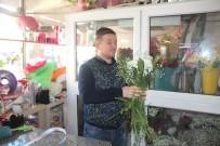 KIRMIZI GÜL - Çiçekçilerde 14 Şubat Sevgililer Günü Yoğunluğu Yaşandı
